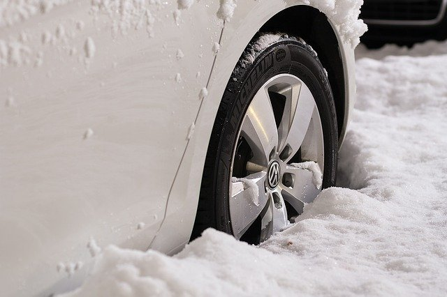 Auto u snegu