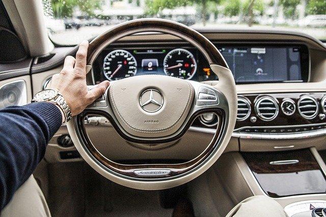 alquiler de vehículo y conductor